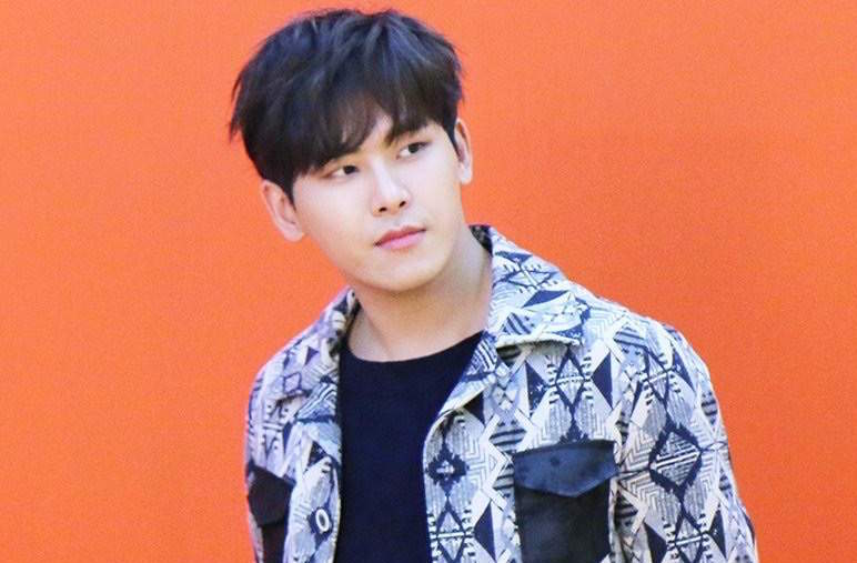 Hoya Announces That Hes Working On New Album