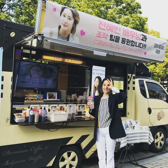 "Jeon Hye Bin Receives Present From ""Another Oh Hae Young"" Co-Star Seo Hyun Jin On Set"