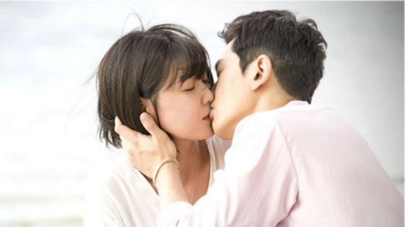 """Man Who Sets The Table"" Reveals Kiss Scene Stills Of Girls' Generation's Sooyoung And On Joo Wan"