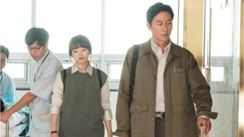 ARGON Releases Stills Of Kim Joo Hyuk And Chun Woo Hee As Partners In Reporting