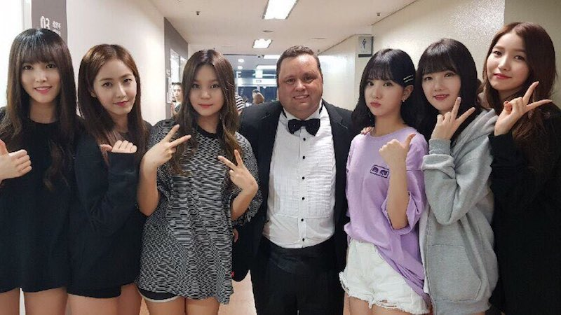 GFRIEND Posts For First Time Since Accident And Shares Photos With Paul Potts