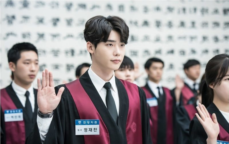 "Lee Jong Suk Is A Handsome Prosecutor In New Stills Of ""While You Were Sleeping"""