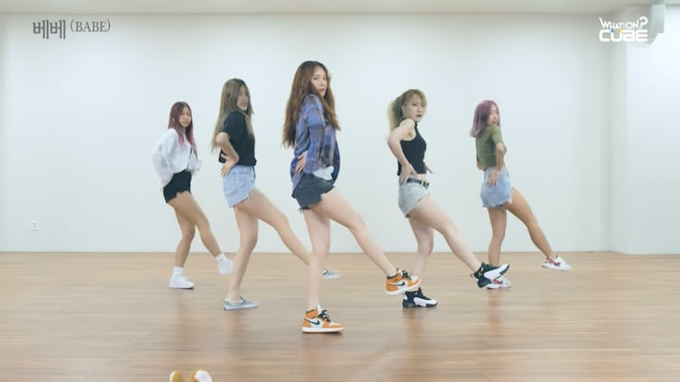 "Watch: HyunA Is A ""Babe"" In Released Dance Practice Video"
