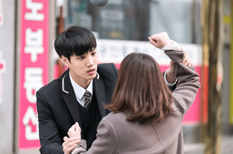 EXOs Kai Quarrels With His Onscreen Mother Jun Mi Sun In New Stills For Andante