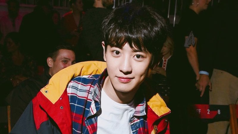 """EXO's Chanyeol Is Praised By Vogue For Best """"Tommy Look"""" At London Fashion Week"""