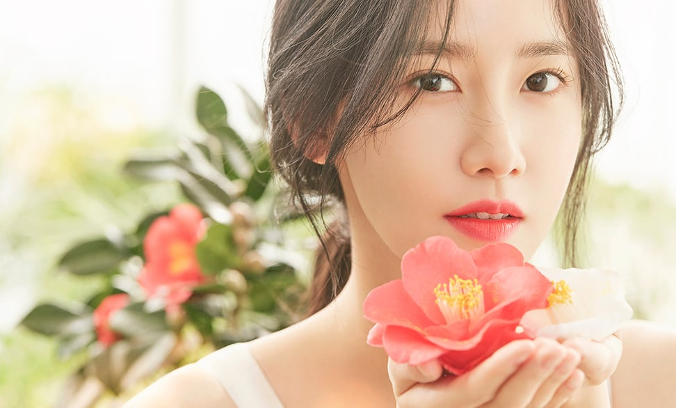 YoonA Proudly Talks About Her 10 Years With Girls Generation And Compliments Fellow Idol Actors