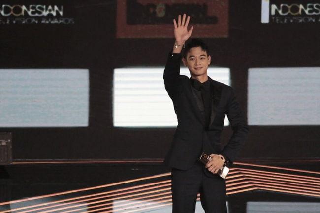 SHINee's Minho Receives Special Award At Indonesian Television Awards 2017