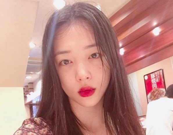 Sulli Surprises Fans With New Looks