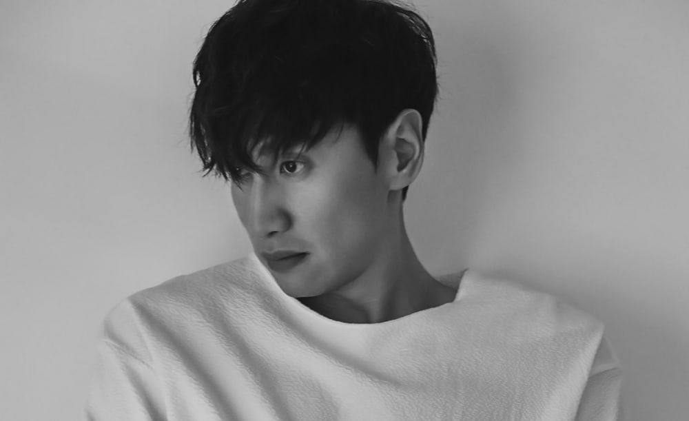 Lee Kwang Soo Seen Using Phone Case Made To Support Comfort Women
