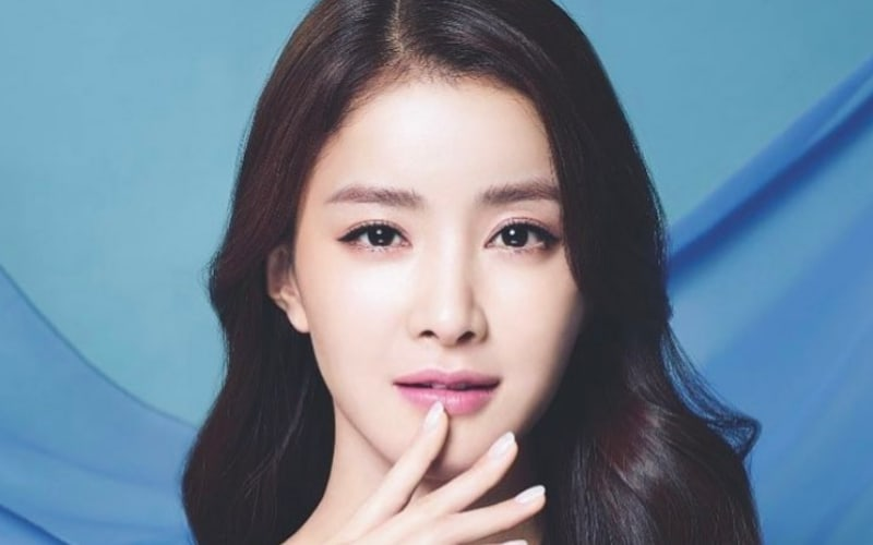 Actress Lee Si Young Completes Half-Marathon During Her Pregnancy