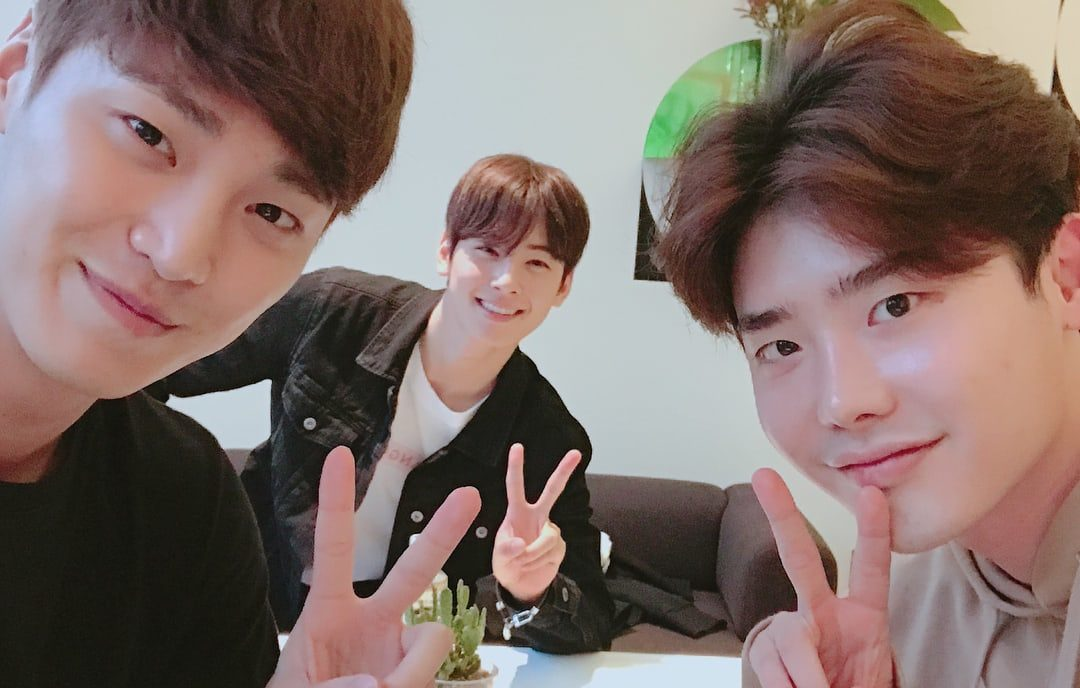 Lee Jong Suk Meets Up With ASTROs Cha Eun Woo And Lee Tae Hwan