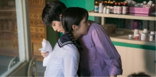 """Chae Seo Jin And Lee Jong Hyun Fall Into Each Other's Arms In """"Girls' Generation 1979"""" Stills"""