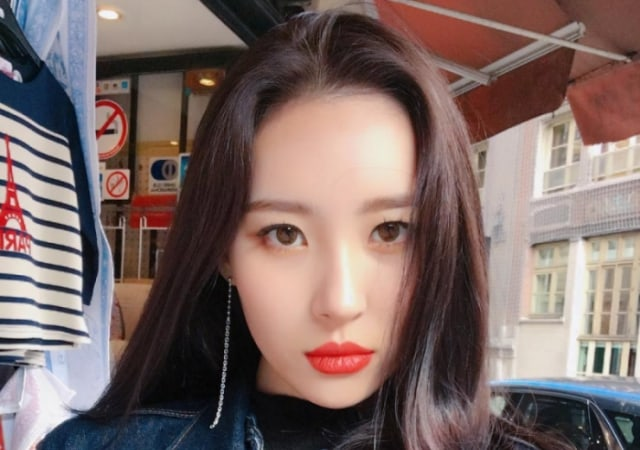 """Watch: Sunmi Shares Adorable Behind-The-Scenes Clips Of """"Gashina"""" MV Filming"""