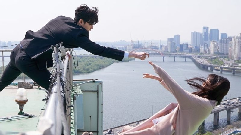 """Lee Jong Suk Tries To Save Suzy In New """"While You Were Sleeping"""" Teaser"""