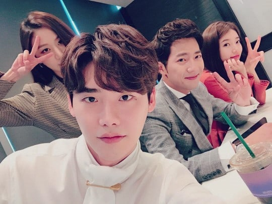 """Lee Jong Suk Shares Selfie With Cast Of """"While You Were Sleeping"""" Ahead Of Premiere"""