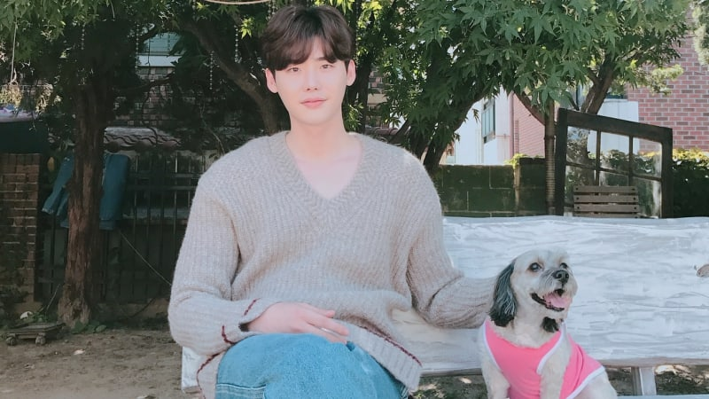 "Lee Jong Suk Shares His Thoughts After First Episode Of ""While You Were Sleeping"""