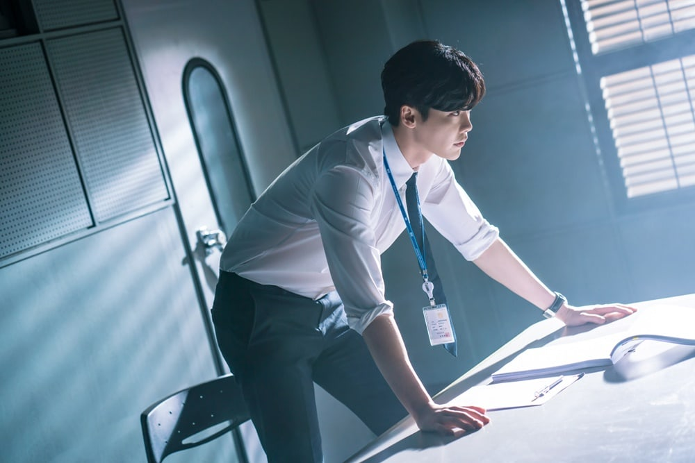 """While You Were Sleeping"" Reveals New Stills Of Lee Jong Suk As A Prosecutor"