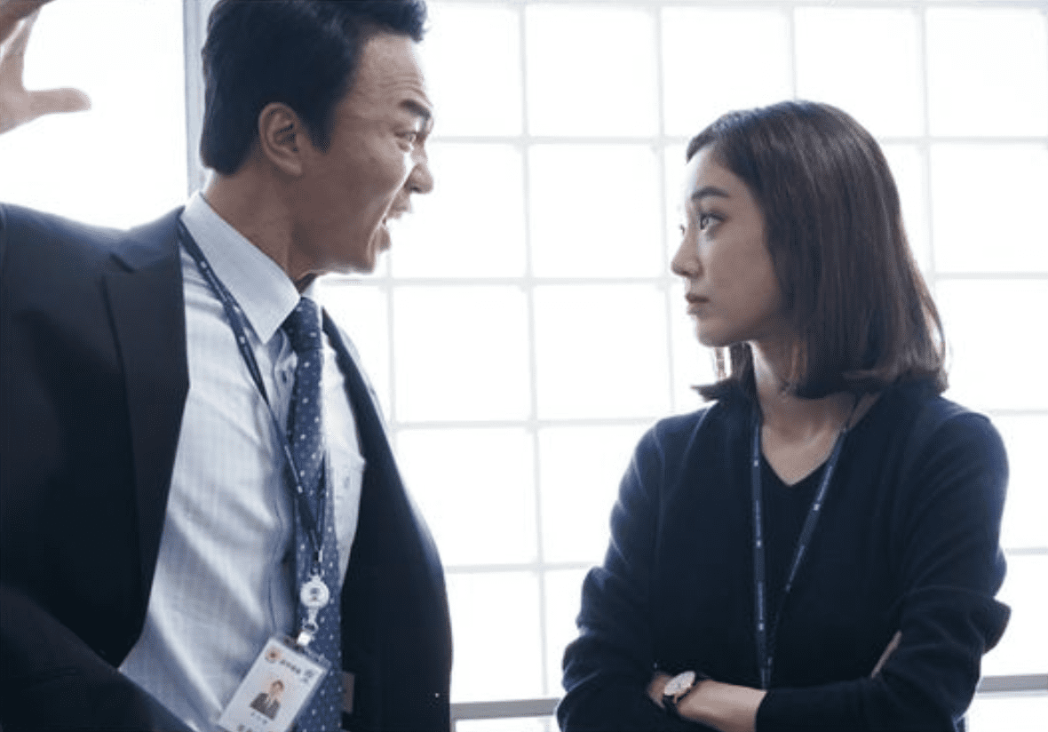 "Jung Ryeo Won Is A Wicked Prosecutor That Spares No One In ""Witch's Court"""
