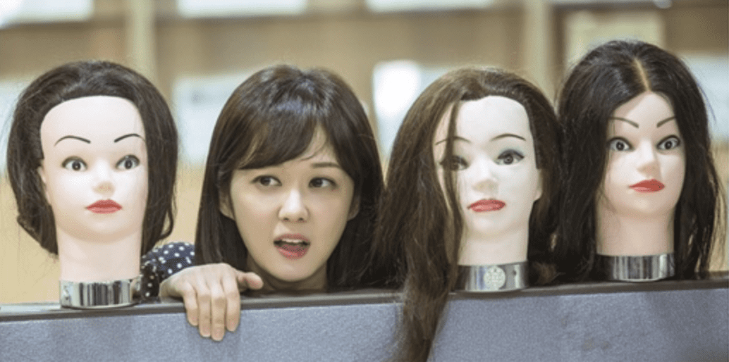 """""""Go Back Spouses"""" Shares New Stills Featuring Jang Nara Hiding Among Mannequins"""