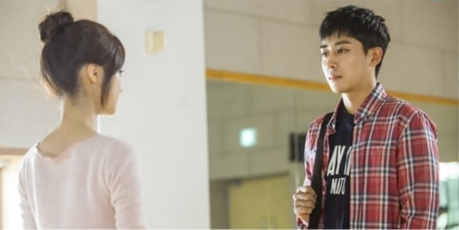 "Son Ho Jun Meets His First Love Go Bo Gyeol Again In New ""Go Back Spouses"" Stills"