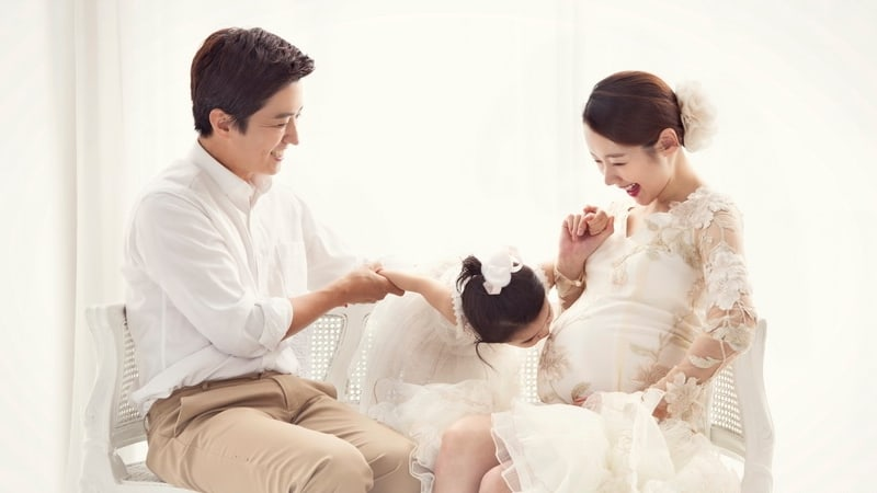 Image result for So Yi Hyun And In Gyo Jin and their child
