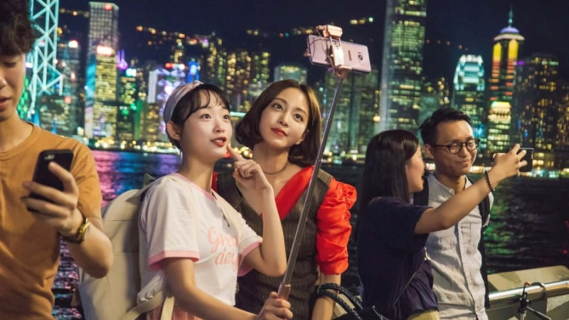 "Han Ye Seul Strolls The Streets Of Hong Kong In ""20th Century Boy And Girl"" Stills"
