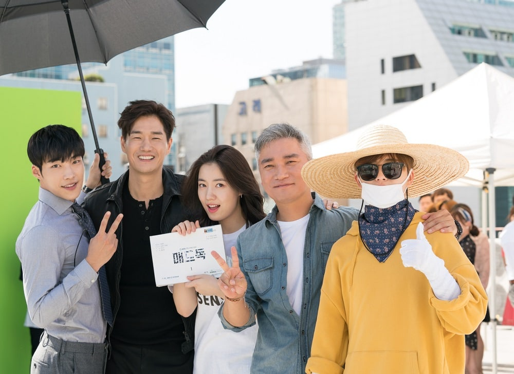 """""""Mad Dog"""" Cast Enjoy Filming Despite Weather And Character Rivalries In Behind-The-Scenes Stills"""