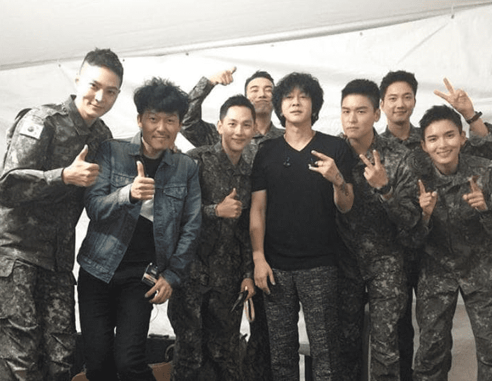 Yoon Do Hyun Cheers On Ryeowook, Joo Won, Im Siwan, And More With Friendly Photo