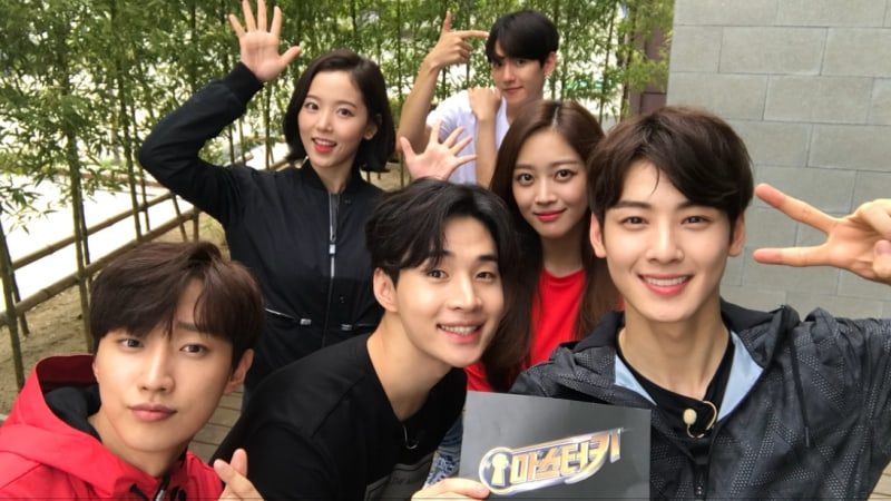 """Master Key"" Releases Fun Group Photos Of 1st Episode Players"