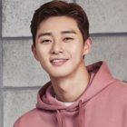 """Park Seo Joon In Talks To Join Season 2 Of """"Youn's Kitchen"""""""