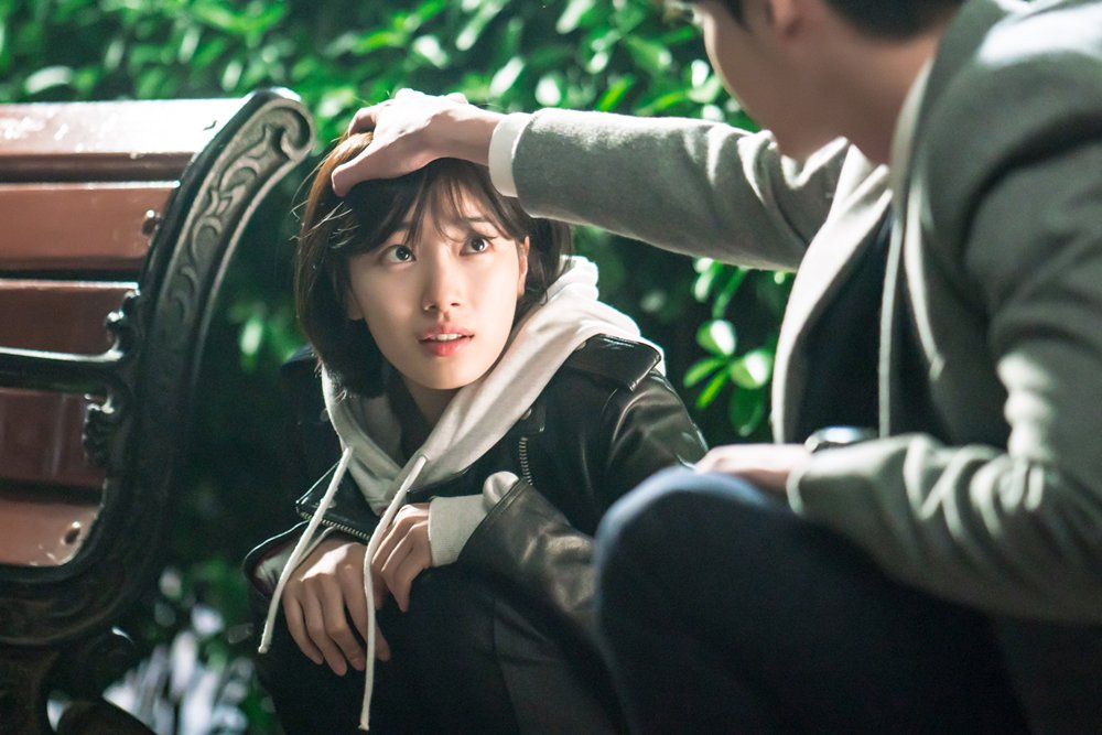 """Lee Jong Suk And Suzy Share A Cute Moment During A Tense Scene In """"While You Were Sleeping"""" Stills"""