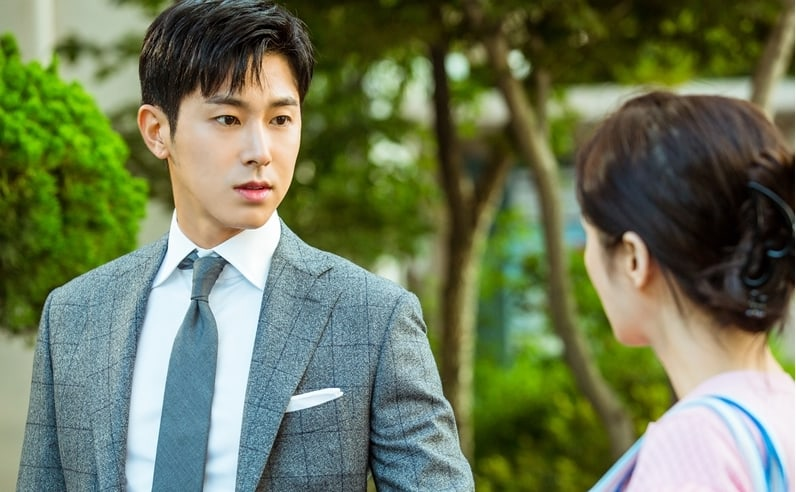 """TVXQ's Yunho Catches Up With Jang Nara In New Stills For His Cameo On """"Go Back Couple"""""""