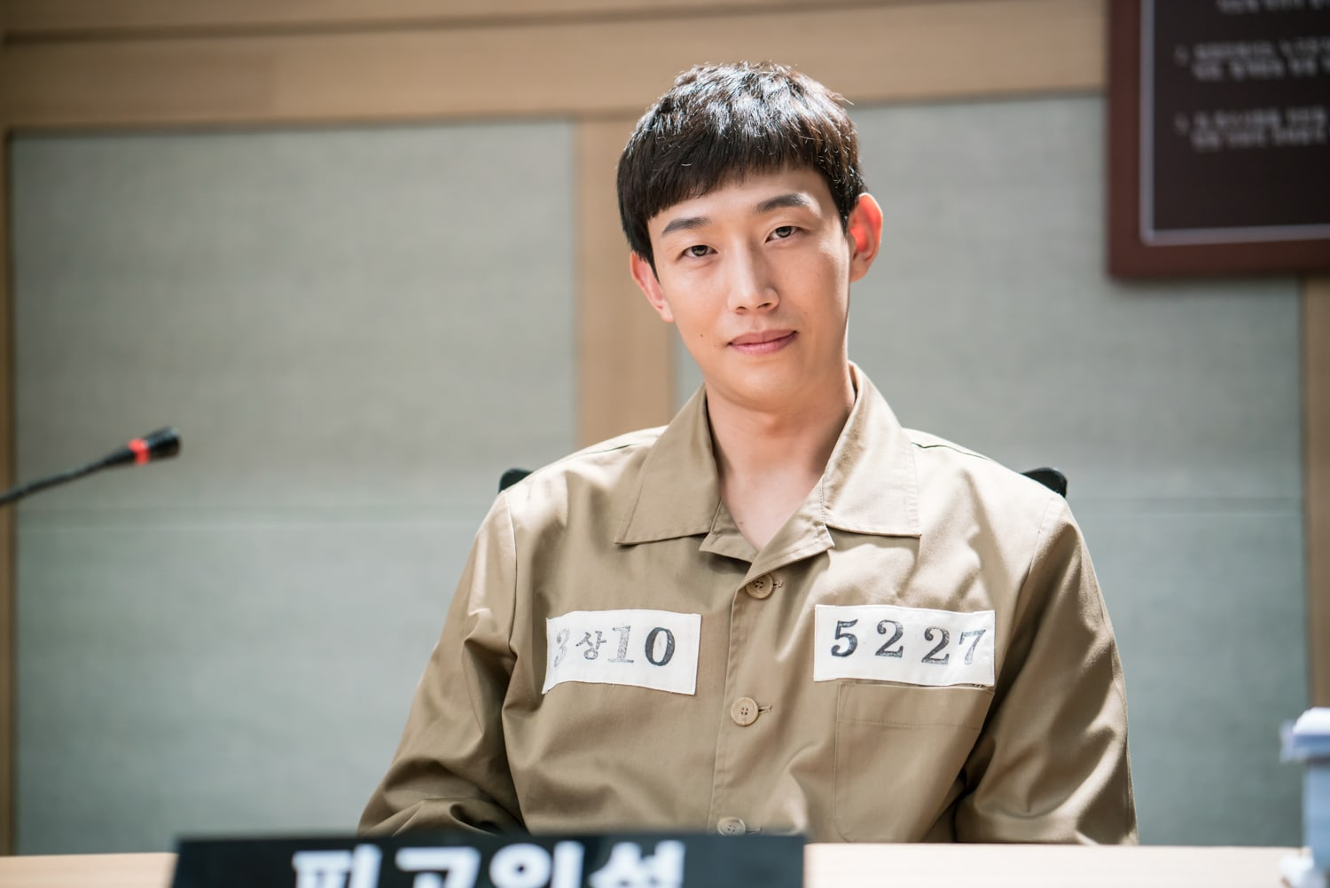 """While You Were Sleeping"""" Shares Behind-The-Scenes Stills Of Courtroom Scene  