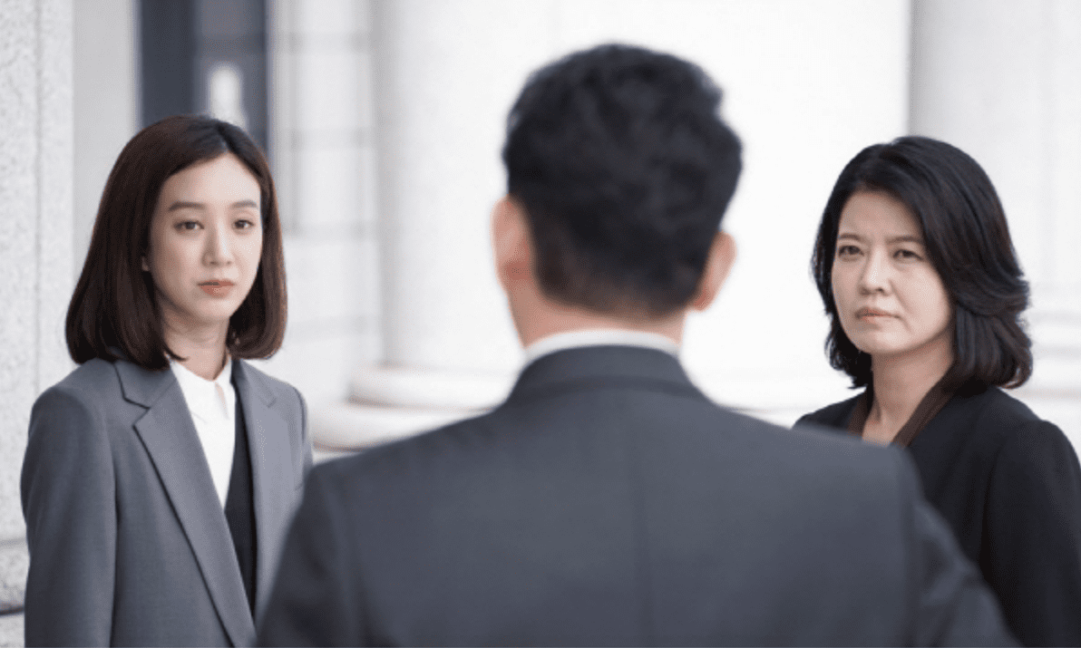 "Jung Ryeo Won Faces Off Against Powerful Men And Women In Latest ""Witch's Court"" Stills"