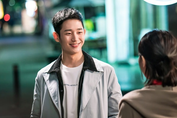 """Jung Hae In Thanks """"While You Were Sleeping"""" Fans For Making Him No. 1 On Realtime Search Rankings"""