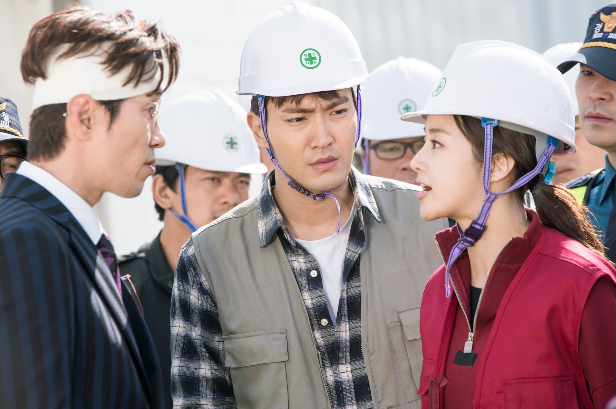 "New Stills From ""Revolutionary Love"" Show Kang Sora Boldly Standing Up For Choi Siwon"
