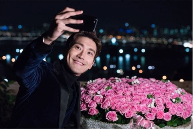 """Revolutionary Love"" Releases Stills Of Choi Siwon Preparing Romantic Event"
