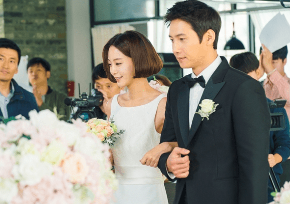 """""""20th Century Boy And Girl"""" Reveals Latest Stills Of Han Ye Seul's Virtual Marriage To Her Ultimate Bias"""