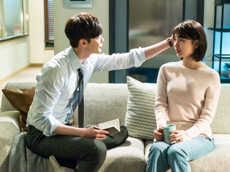 """Lee Jong Suk Comforts Suzy In New Stills For """"While You Were Sleeping"""""""