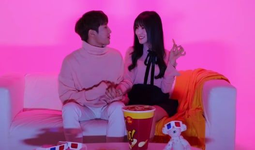 "Watch: GFRIEND's Yuju And IZ's Jihoo Are Lovey-Dovey In MV For Duet ""Heart Signal"""
