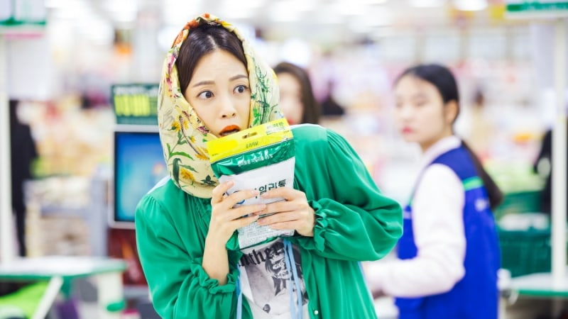 """Han Ye Seul Goes Shopping Undercover In New """"20th Century Boy And Girl"""" Stills"""