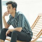 Kim Soo Hyun Looks As Handsome As Ever In New Army Training Picture