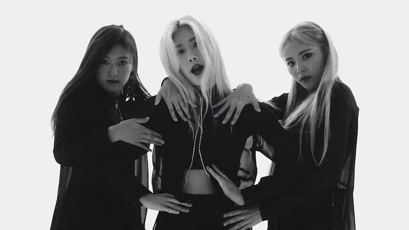 "Watch: LOONA's Odd Eye Circle Sings Of ""Sweet Crazy Love"" In Aesthetic New MV"