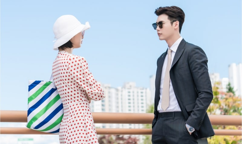 "Lee Jong Suk And Suzy Dress Up For Vacation In ""While You Were Sleeping"" Stills"