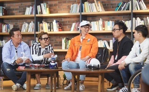 """Infinite Challenge"" Members Film At National Assembly For New Episode"