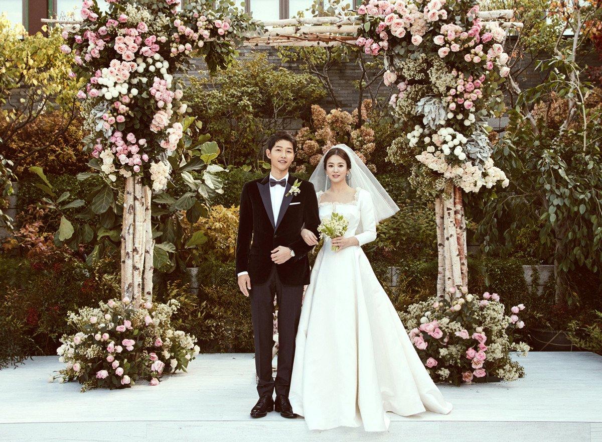 Song Joong Ki And Song Hye Kyo Release Gorgeous Wedding Photos | Soompi