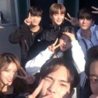 "Popular Idols Pose For Selfies Together On Set Of ""Master Key"""