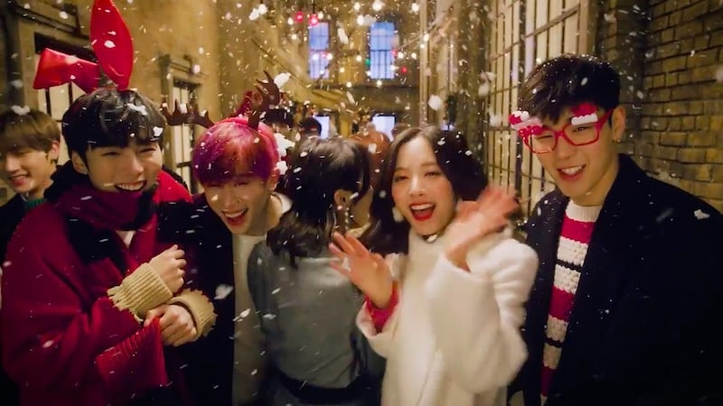 "Update: Starship Artists Get Excited For ""Christmas Day"" In Starship Planet MV Teaser"