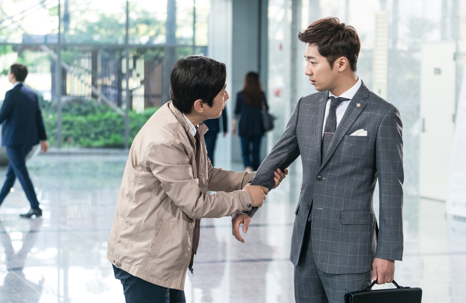 """Kim Won Hae Pleads With Lee Sang Yeob In New Stills From """"While You Were Sleeping"""""""
