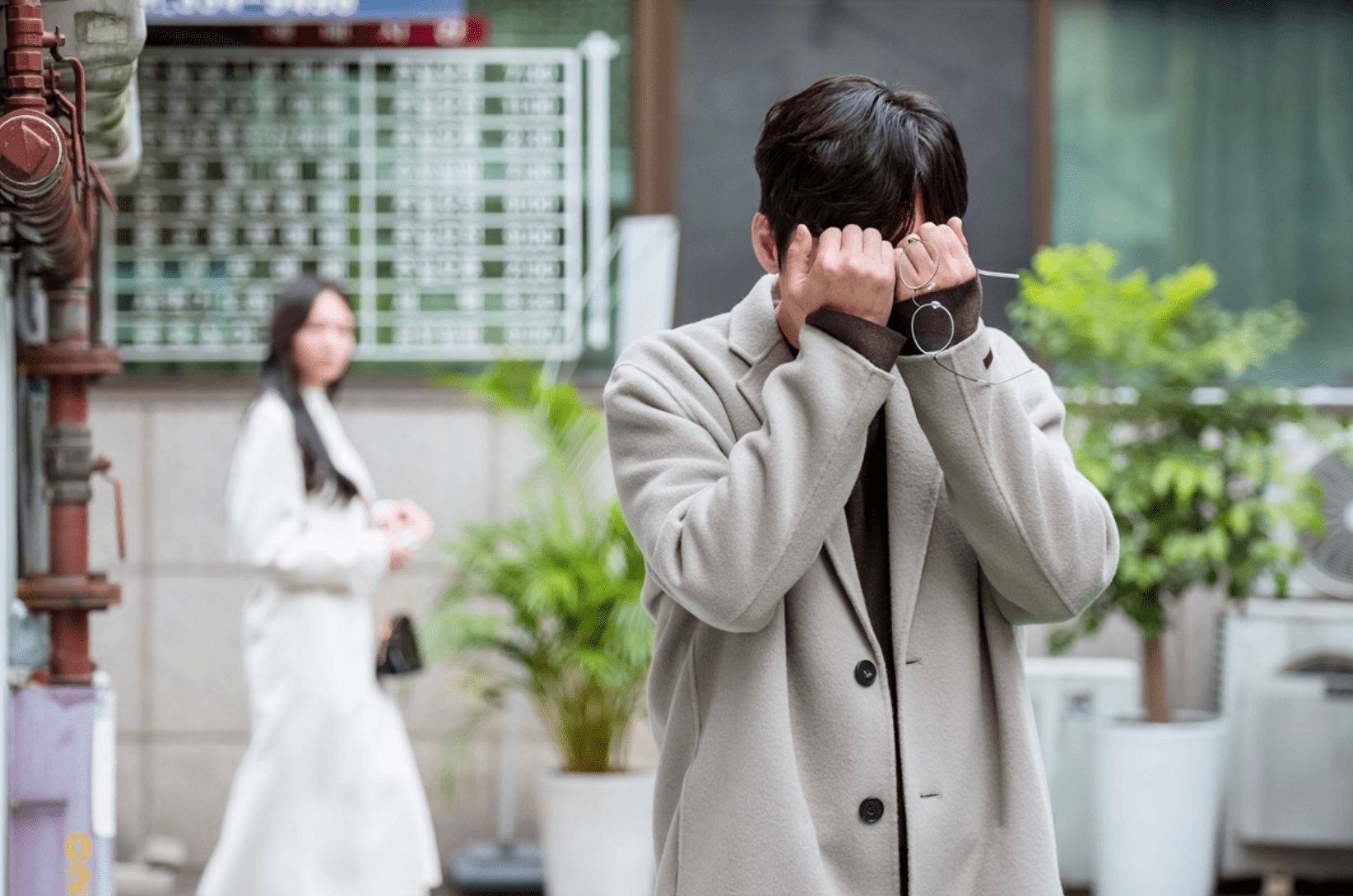 "Lee Som And Park Byung Eun's Comic Romance Takes New Twists And Turns In ""Because This Is My First Life"" Stills"